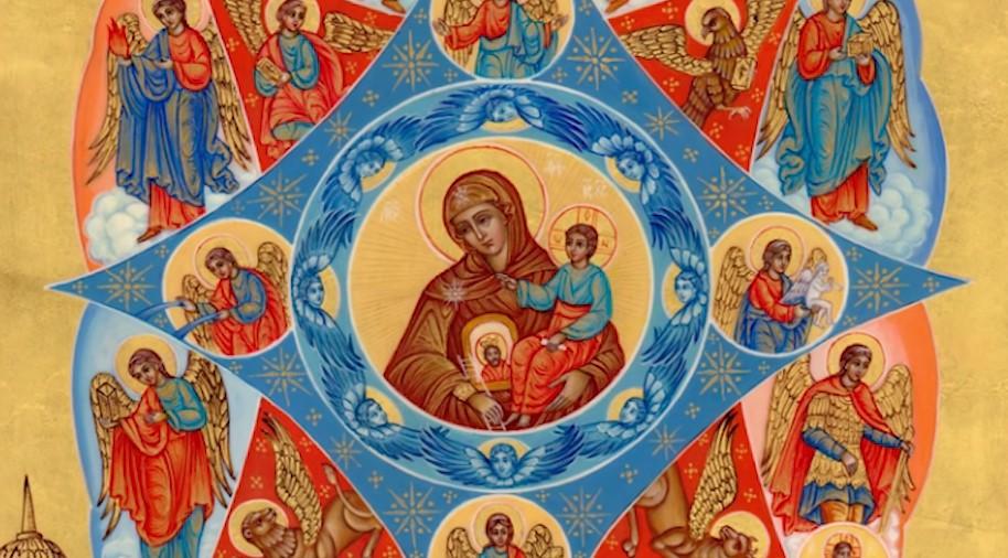 На фото образ Богородицы, которая держит на руках Спасителя.