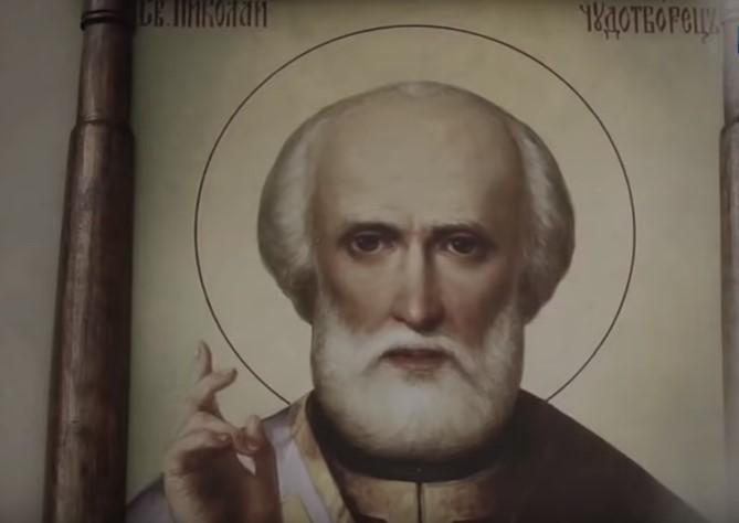 На фото изображена икона Николая Чудотворца.
