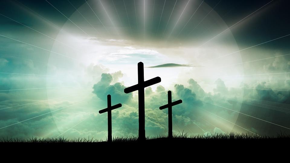 На фото изображены три креста, как символ православия.