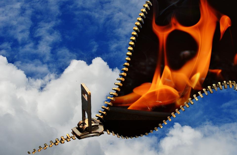 На фото изображены облака и огонь, как символ добра и зла.