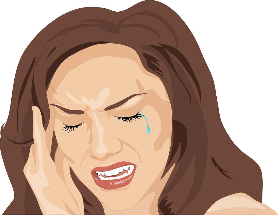 На рисунку женщина плачет и держится за весок, словно у нее болит голова.