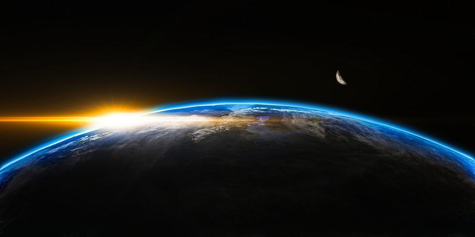 На фото изображен космос и наша планета.
