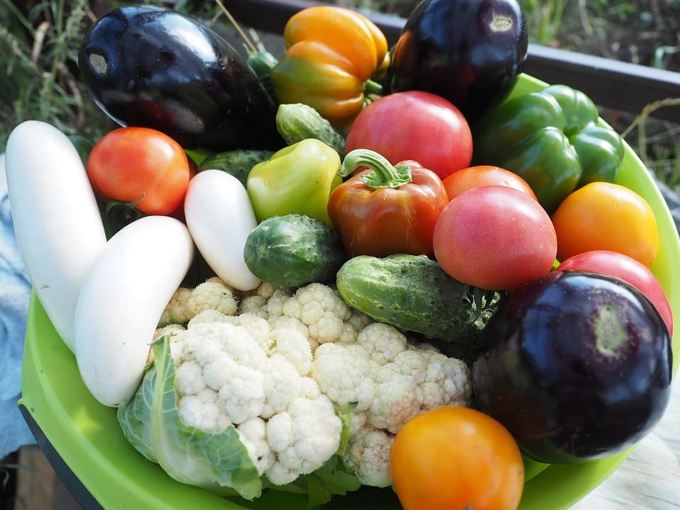 На фото изображен набор овощей.