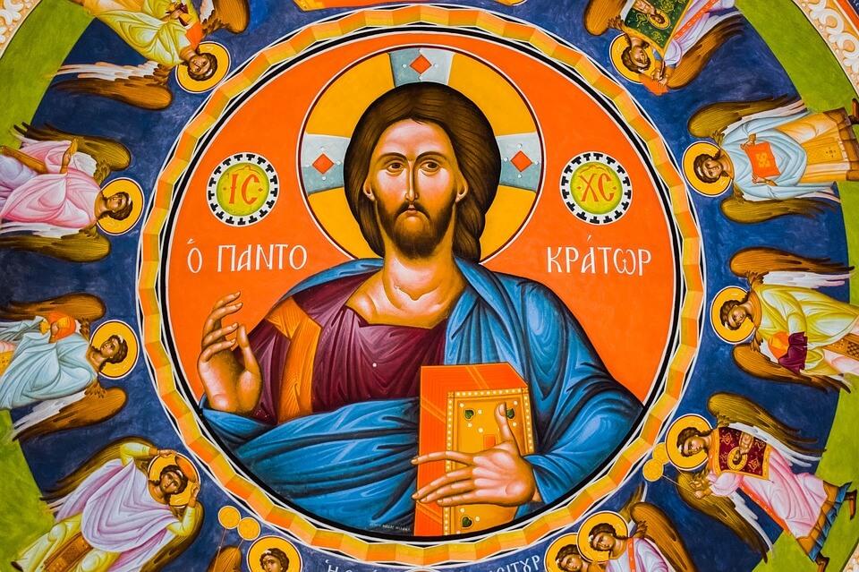 На фото изображена икона Иисуса Христа с ангелами.