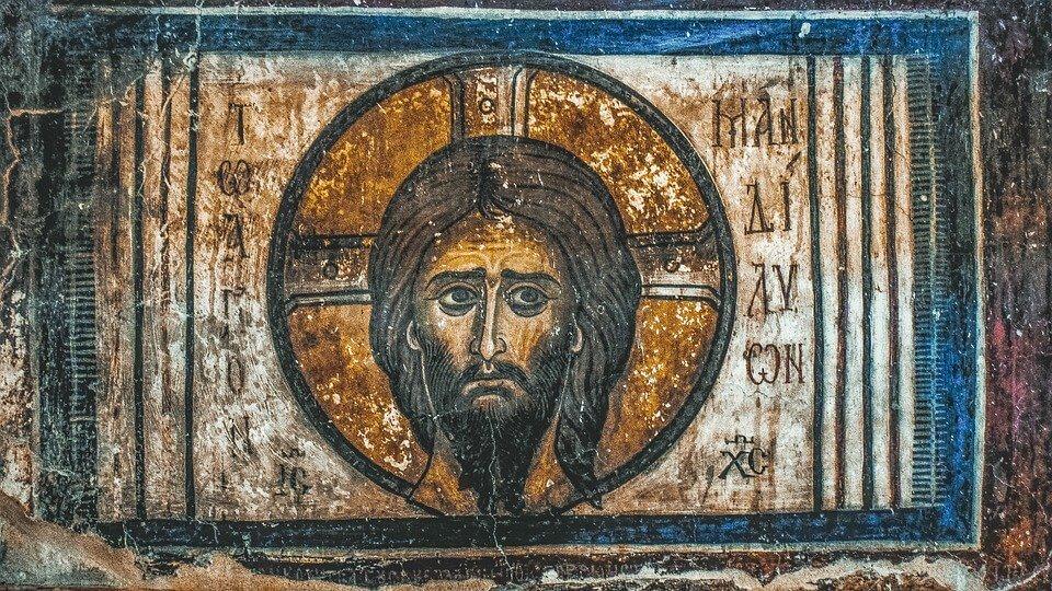 На фото изображена икона Иисуса.