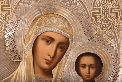 На фото изображена икона Казанской Божией матери.