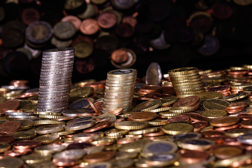 На фото изображены деньги.