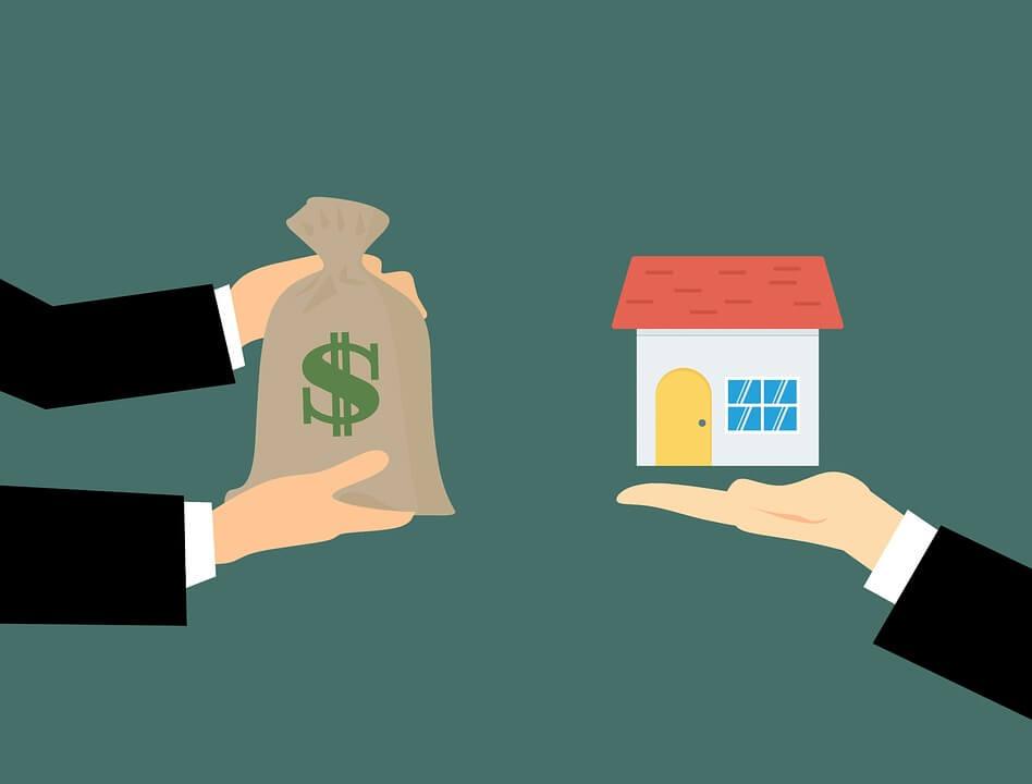 На фото изображен с одной стороны дом, с другой мешок с деньгами.