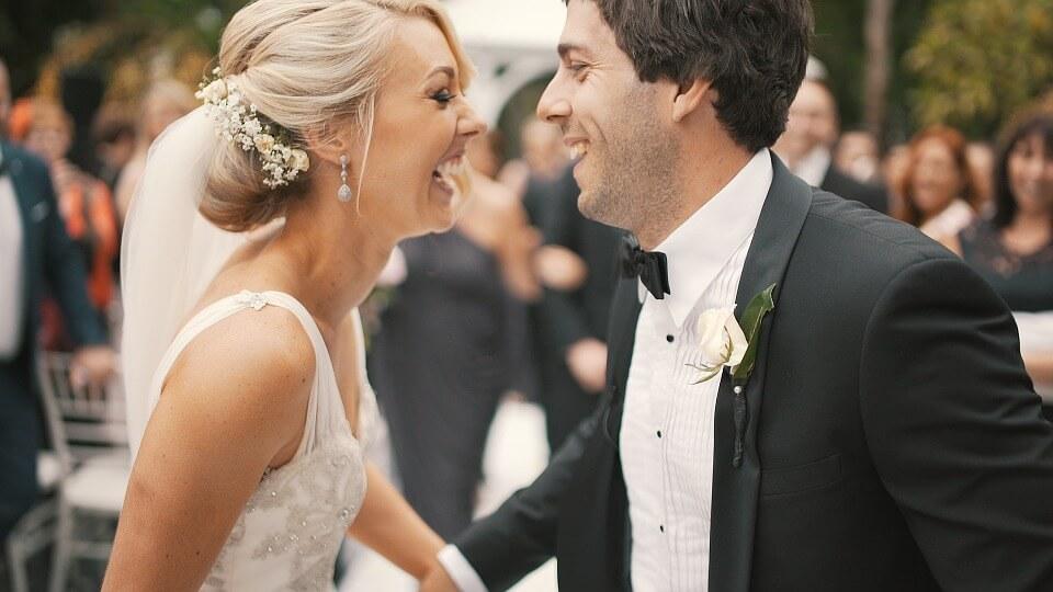 На фото изображена свадьба.