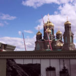 На фото изображены купола главного храма ВС РФ.