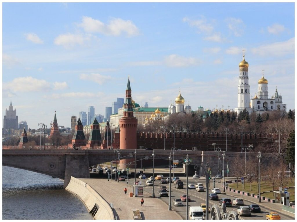 На фото изображена церковь в Москве.