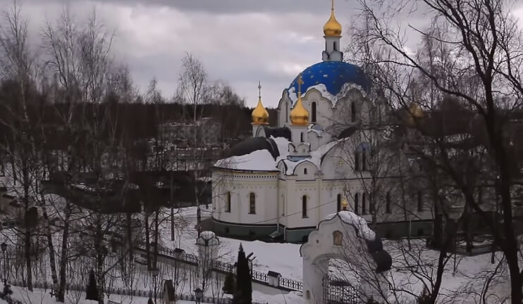 На фото Свято-Елисаветиснкий монастырь.