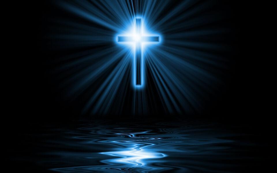На фото изображен крест.