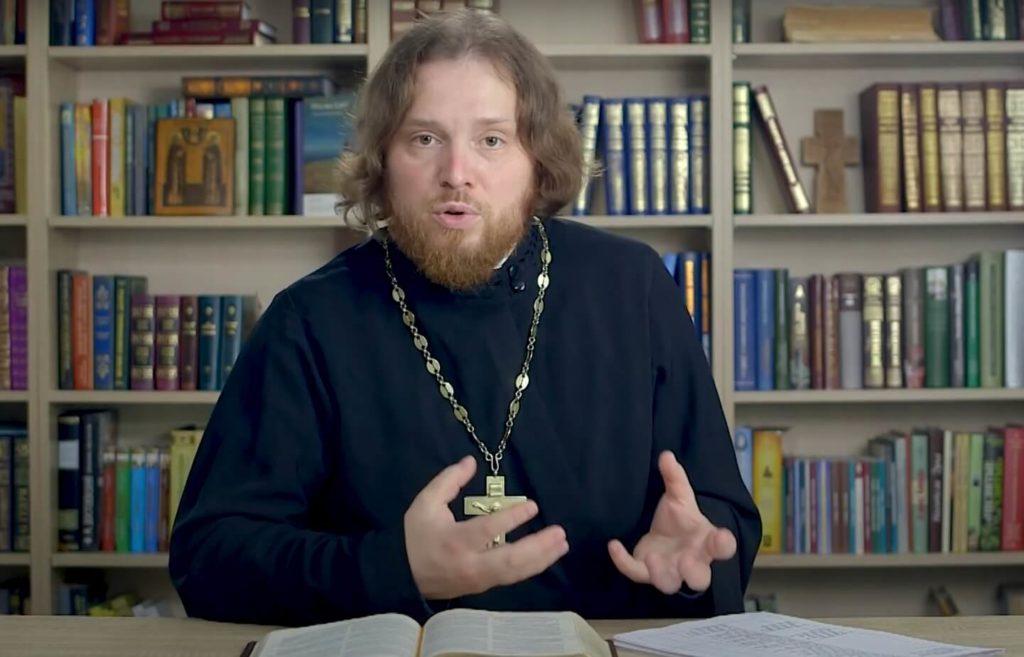 На фото священник Григорий Геронимус.