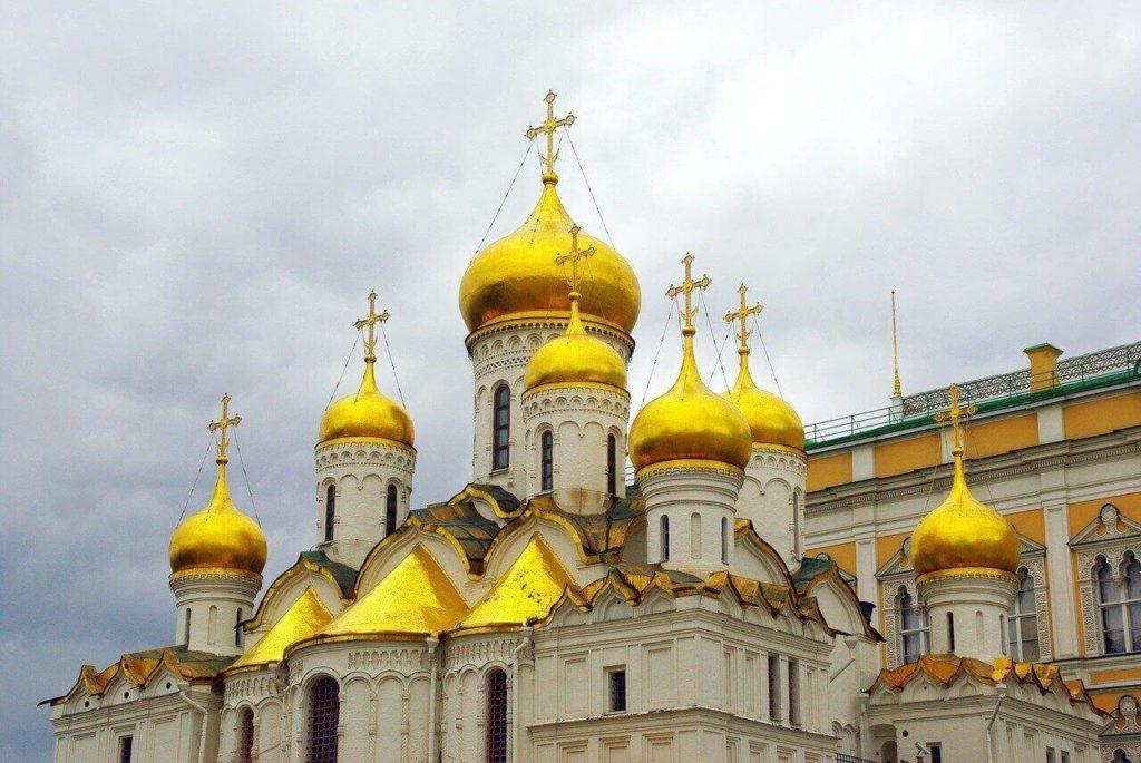 На фото изображена церковь в РФ.