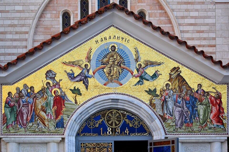 На фото изображена мозаика на стене собора Вознесения Господнего.