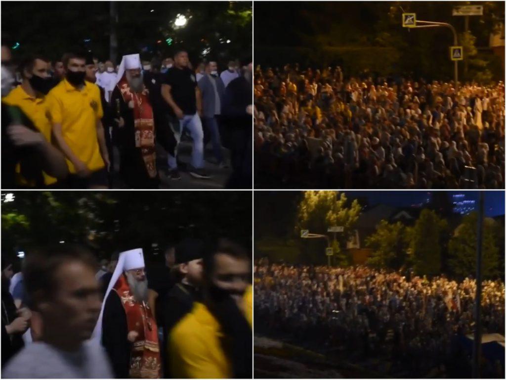 На фото участники Царского крестного хода в Екатеринбурге.
