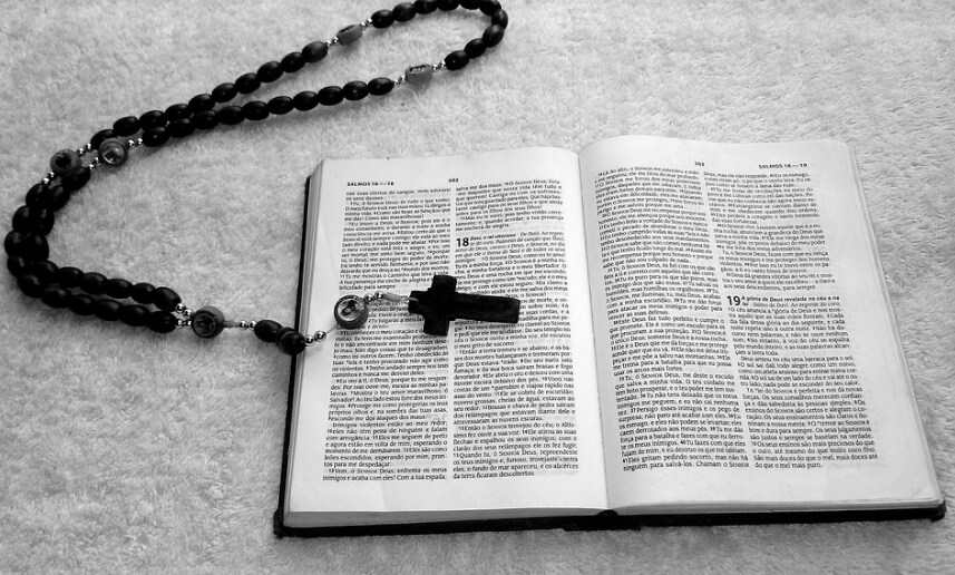 Крест и Библия.